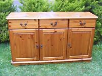 CAN DELIVER - BEAUTIFUL SOLID PINE SIDEBOARD IN VERY GOOD CONDITION