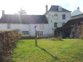 Charming house and a 18th century watermill for sale at Meung-sur-Loire (France)