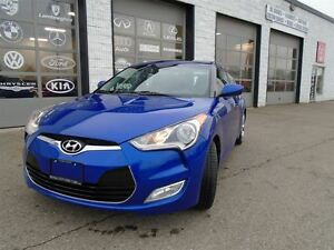 2012 Hyundai Veloster Navgation Panaramic roof, Back up camera T