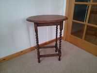 BARLEY TWIST OAK SIDE TABLE circa 1920s, solid Oak Barley Twist side table.