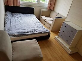 Spacious double room to rent in nice property