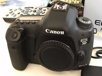 Canon 5D mkiii Body - 6 Batteries - CF Card
