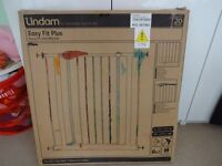 Lindam Easy fit plus stair gate, exc cond. boxed. £10