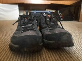 Merrell Unisex Moab Gore-TEX Low Rise Hiking Shoes SIZE 10 as new, good condition worn once