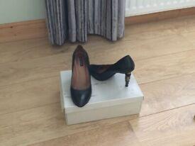 Court shoes size 7