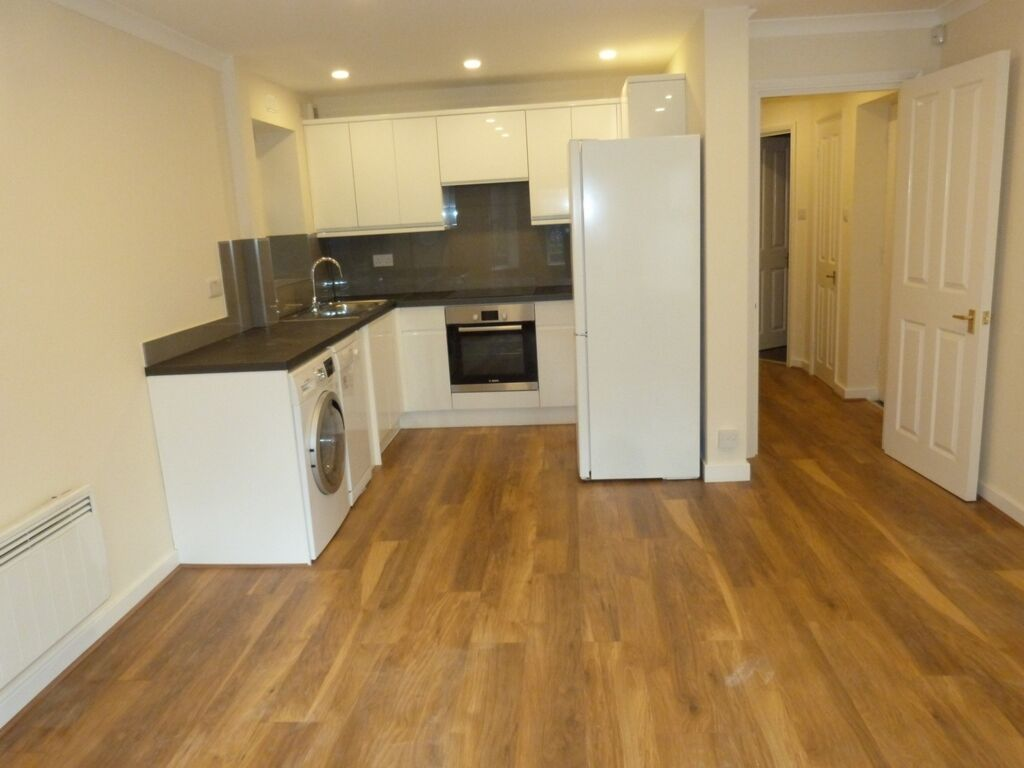 1 bedroom flat in Beaumont House, Park Avenue, Willesden Green, NW2