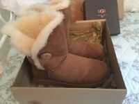 Ugg boots and cleaner set