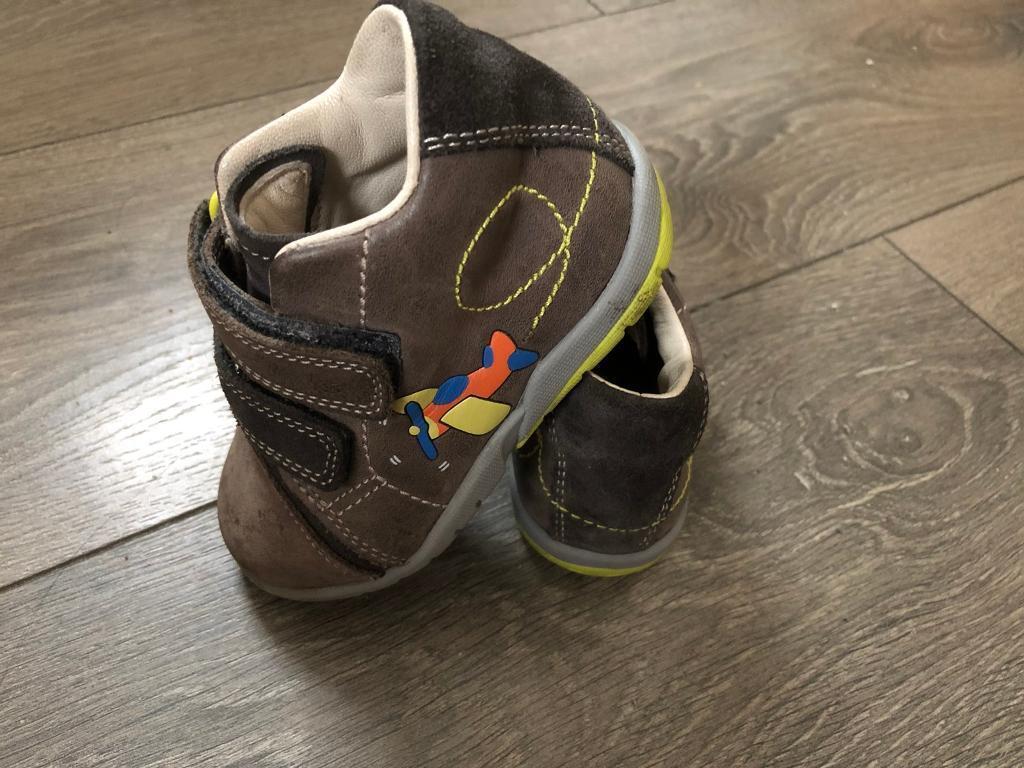 Clarks Shoes size 5