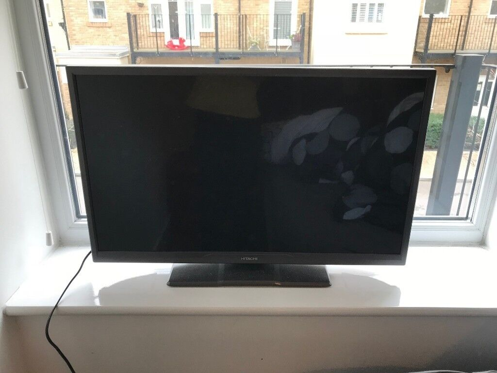 """Hitachi 32"""" LED TV excellent working condition, with Totalcontrol universal remote"""