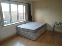 double room, 5min to Victoria, inc all the bills&cleaner