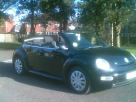 **GLEAMING BLACK**2003 VW BEETLE 1.6 CONVERTIBLE**MOTD AUG 2018*TWO LADY OWNERS*MINI,PEUGEOT,RENAULT