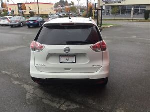 2016 Nissan Rogue SV AWD CVT Local *SUV* No Accidents ! One Owne Comox / Courtenay / Cumberland Comox Valley Area image 5