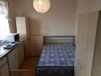 SMALL DOUBLE STUDIO ROOM T0-LET ON HIGH STREET, YIEWSLEY UB7 7QR