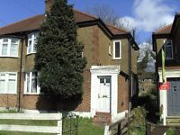 *** FURNISHED 1 BED MAISONETTE £950 PCM *** - Close to local shops/bus routes