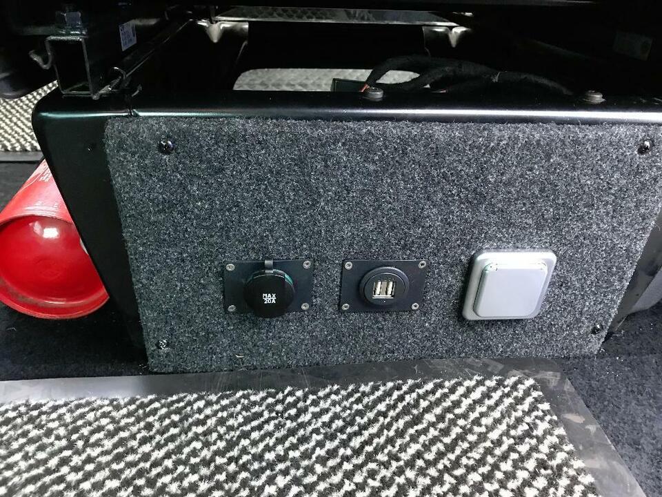 Nachrüsten Wohnraumbatterie 12V 230V Inkl.Montage für VW T4T5 T6 in Uelzen