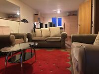 COLINDALE/HENDON - LARGE 2 DOUBLE BED, 2 BATHROOM SITUATED ON 2ND FLOOR FLAT -