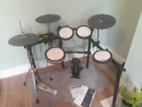 Yamaha DTX562K electronic drum kit with DTX 502 drum trigger module