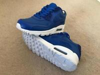 Boys Nike Air Max Trainers Size 4 BRAND NEW