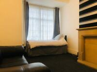 Modern 1 Large Studio Bedroom All Bills included Only £280
