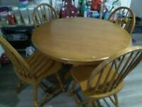 Round dining table solid pinewood