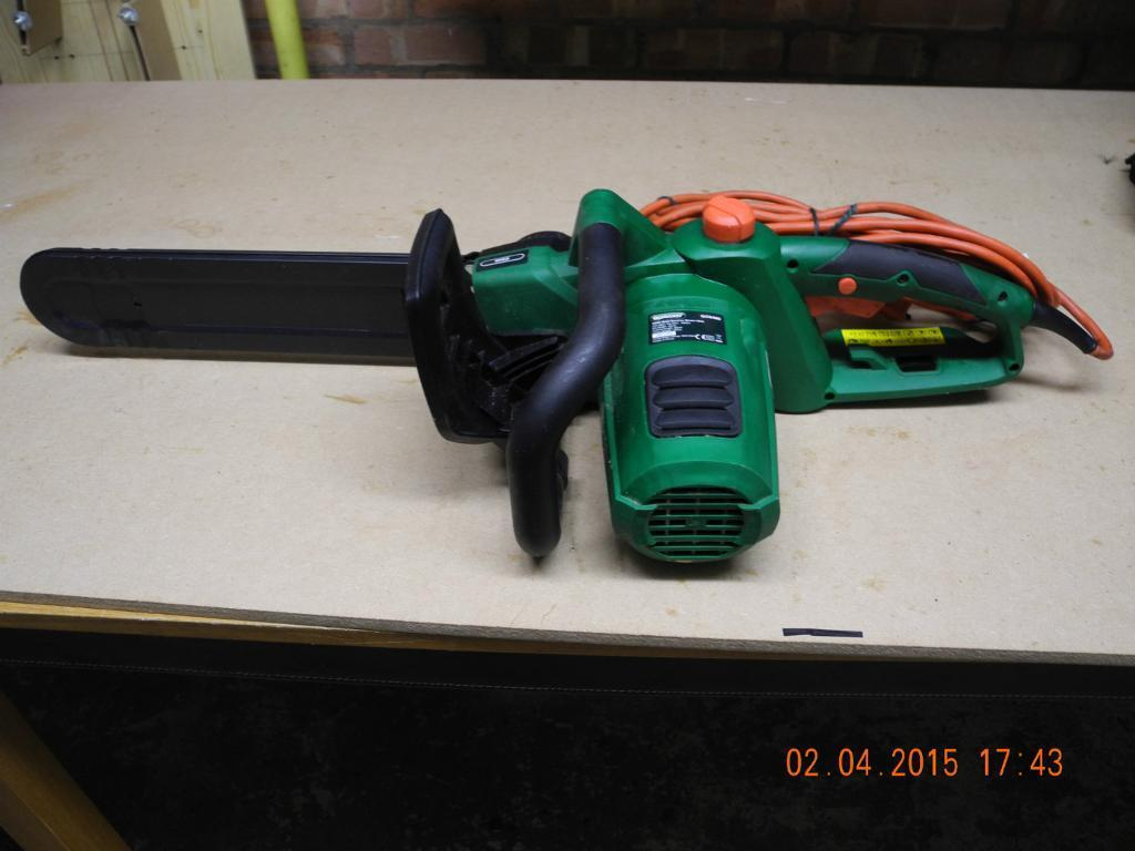 QUALCAST ELECTRIC CHAIN SAW GCS400 2000w - USED ONLY ONCE
