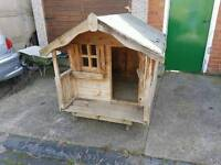 Dog house / kennel on wheels