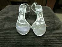 New Anne Michelle- size 8 heels silver scrappy with diamonté detail