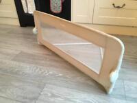 Child's bed guard rail - lindam