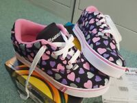 HEELYS - GIRLS - UK SIZE 4 - LIKE NEW