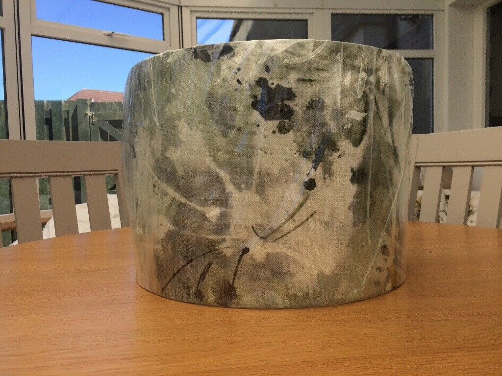 Unused light shadein South Gyle, Edinburgh - Beautiful large light shade. Unused and in good condition. Nearest offer will be accepted. Collection required