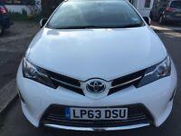 Toyota Auris Estate 1800cc Hybrid Automatic White Excellent condition Low milage Extras