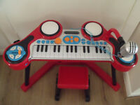 Keyboard Station Drum kit and microphone ELC