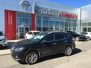 2015 Nissan Rogue 2015 Nissan Rogue SV. VERY LOW KM!