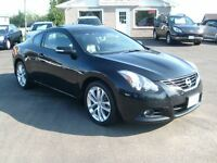 2010 Nissan Altima 3.5 SR 6-Speed Manual Leather Roof