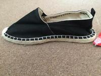 Size 9 mens superdry shoe