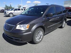 2016 Chrysler Town & Country Auto-Leather-NAV-Sunroof-DVD
