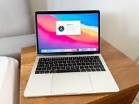 """MACBOOK PRO 2017 13"""" LAPTOP,256GB SSD,8 GB RAM,2.3GHZ I5, SILVER, EXCELLENT CONDITION,FULLY WORKING"""