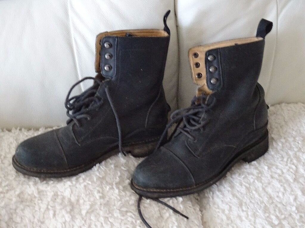 pair of Hunters muck boots size UK 4 - EU 37