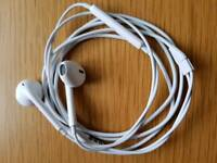 Brand New Apple Earpods / Earphones with Remote and Mic - White - RRP £28