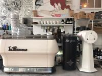 Barista for Coffee House / full time