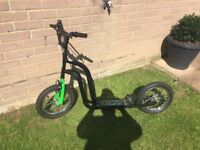 Boys scooter very good condition hardly used