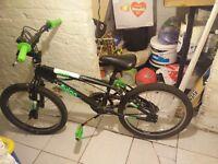 "Avigo Drift Junior 20"" bike, black and green"