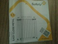 Safety gates size 73-80 cm in very good condition, boxed with manual! can deliver! Thank you