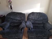 2x arm chairs free to collector