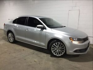 2011 Volkswagen Jetta !! SUNROOF! HEATED SEATS! WE FINANCE!