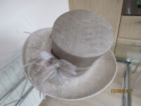 Ladies Straw effect hat in neutral colour