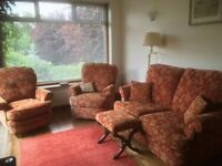 Beautiful Quality Sofa, 2 Armchairs (inc foot rest chair) + Stool upholstered CR5 Coulsdon Croydon