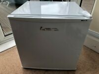 Lec U50052W A+ Rated 32L Compact Table Top Freezer with Reversible Doors White