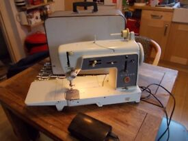 Singer 631G sewing machine with peddle