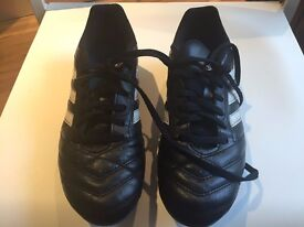 ADIDAS FOOTBALL SHOES GRASS UK 7 + KNEE PADS